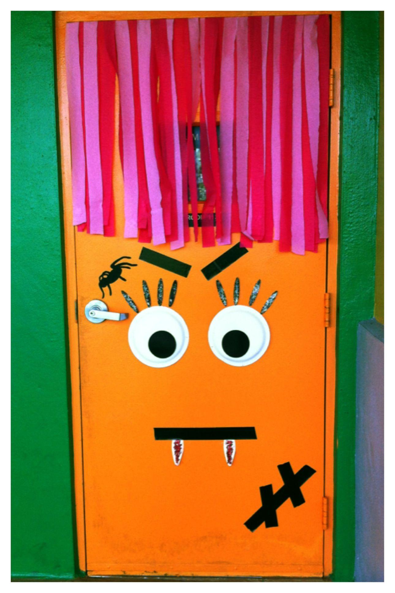 Loving my classroom door!!! PUERTAS DECORADAS PARA HALLOWEEN - classroom door halloween decorations
