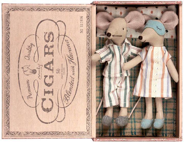 MAILEG Mummy & Daddy Mouse In Cigar Box
