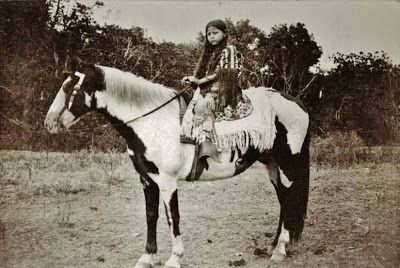 Photo of American Indian's History and Photographs: Historical Photographic Gallery of th…