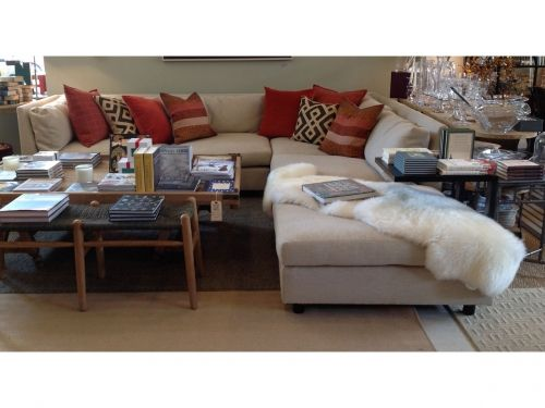 Sectional And Ottoman In Sweet Gr