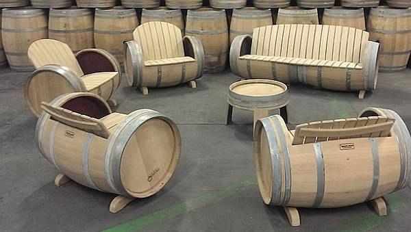 Wijnvat meubelen tafels stoelen en banken van eiken vaten for Zelf loungeset maken