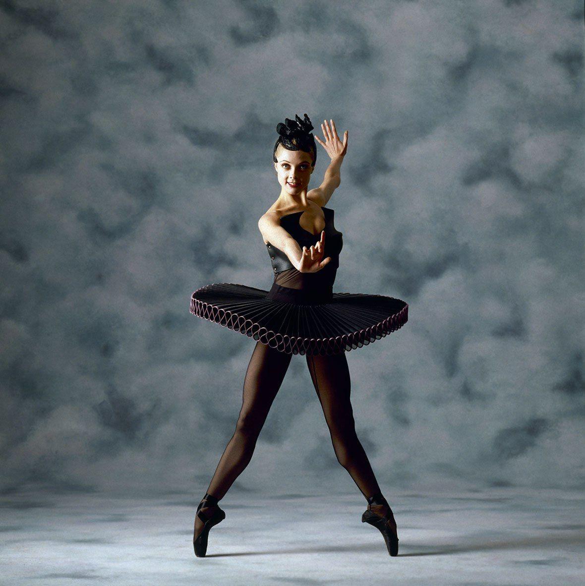 "Justine Summers in ""Divergence."" Australian Ballet"