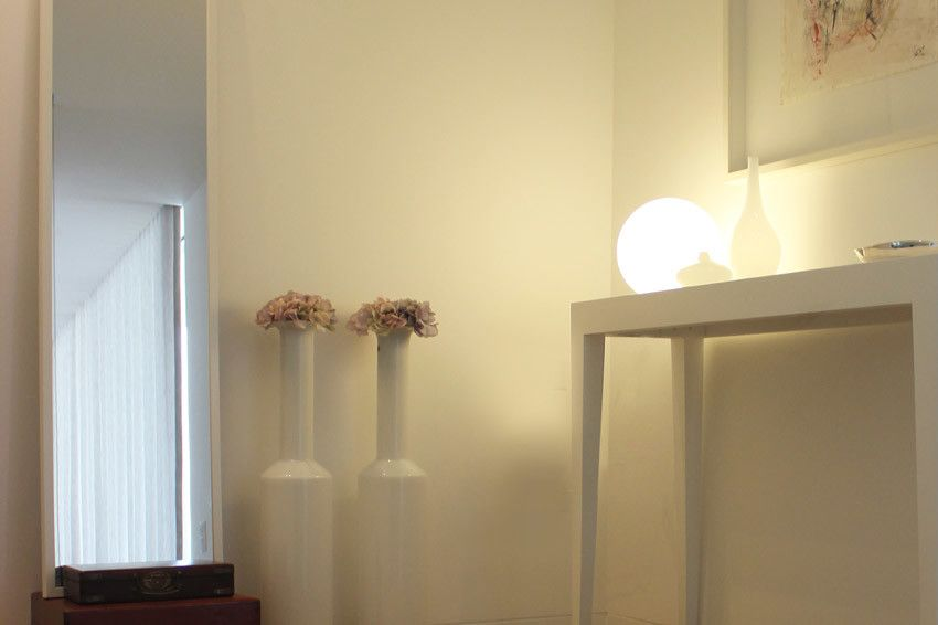 hall | details | mirror | table lamp