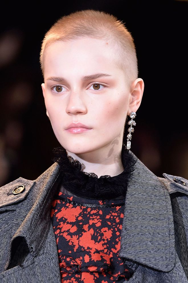 tendances coiffure automne hiver 2017 2018 coiffures fall 2016 girls with shaved heads et fall. Black Bedroom Furniture Sets. Home Design Ideas