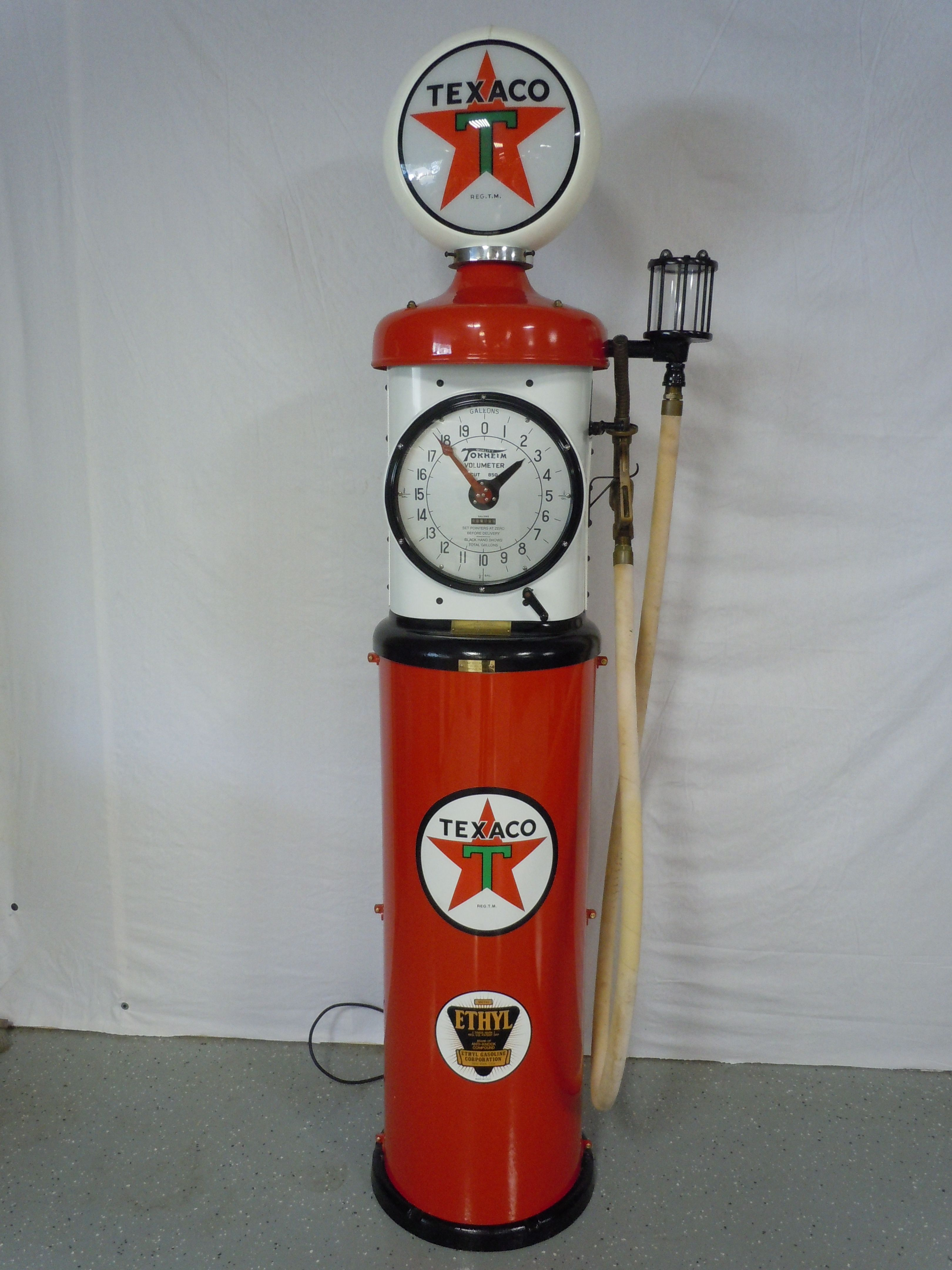 Very nice restored original Tokheim 850 gas pump done in