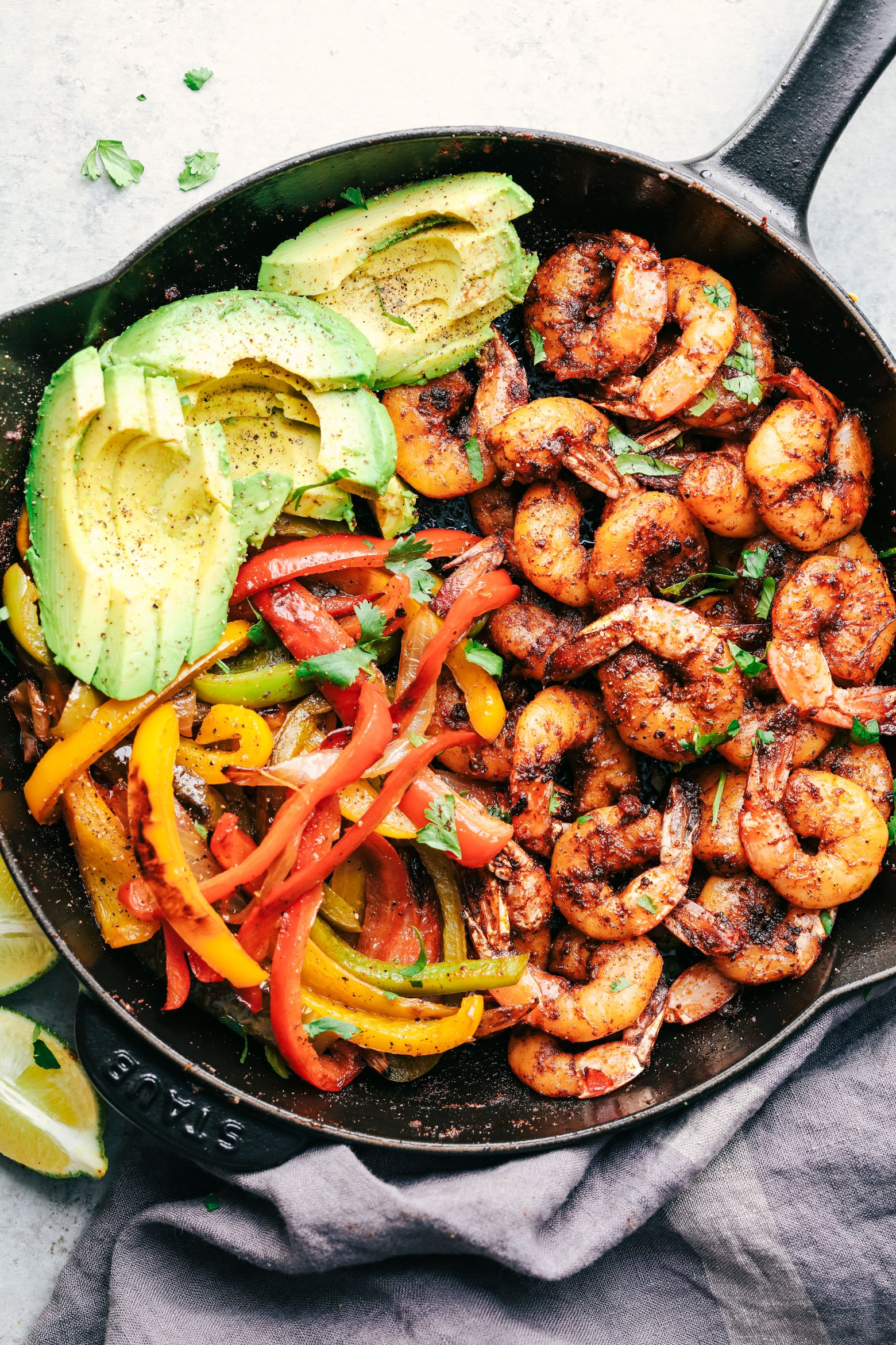 20 Minute Skillet Blackened Shrimp Fajitas | The Recipe Critic
