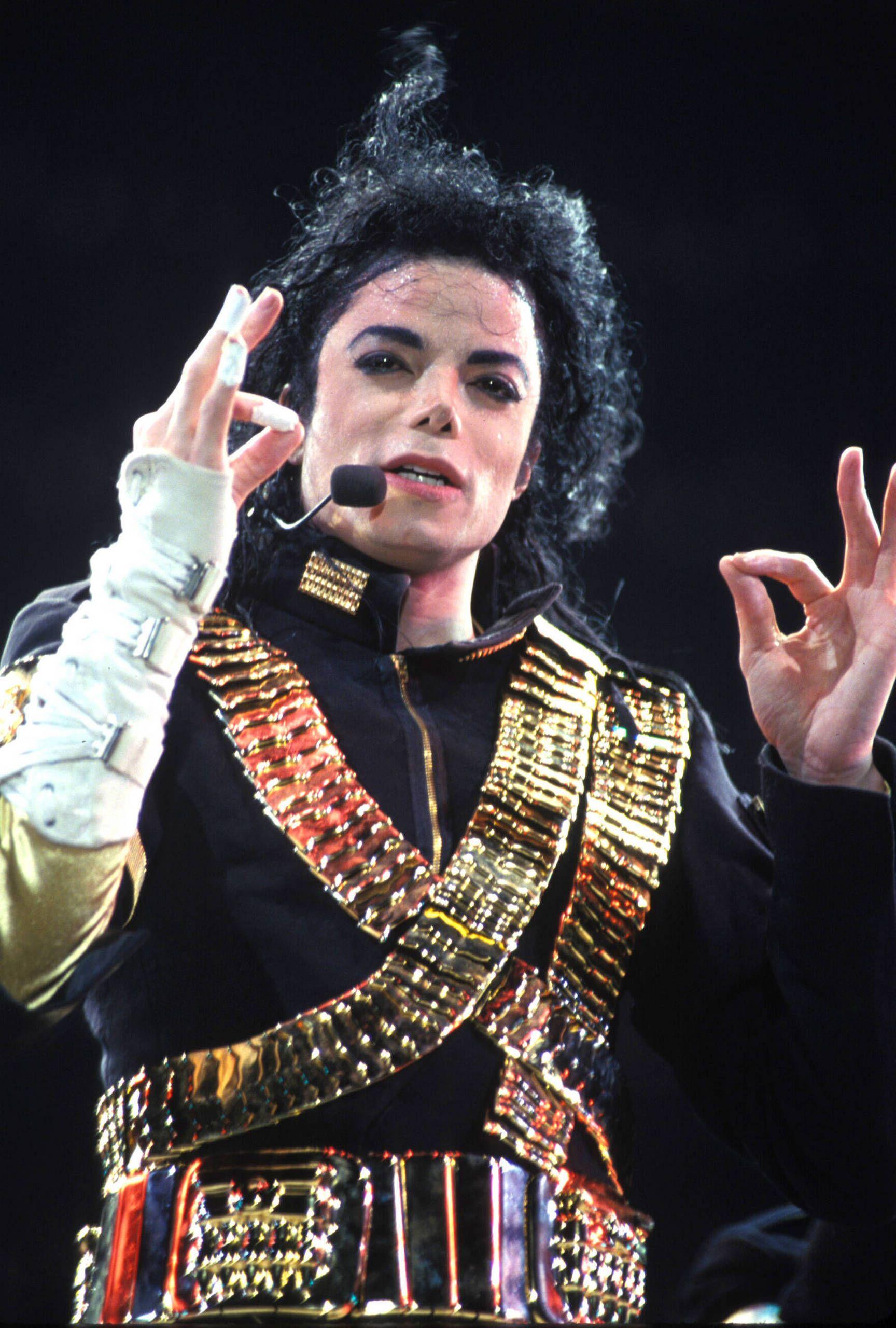 MICHAEL-michael-jackson-concerts-12663666-1728-2560.jpg ...