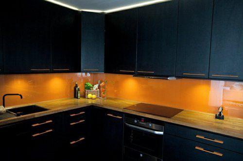 Wohnideen für Küche Glasrückwand glanzvoll farben leuchtend