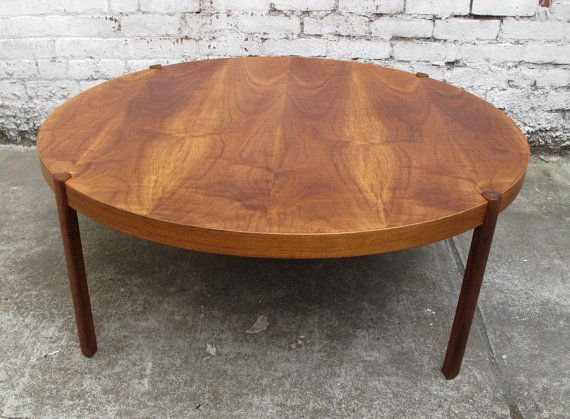 Danish mid century modern large round teak coffee table for Billige einrichtung