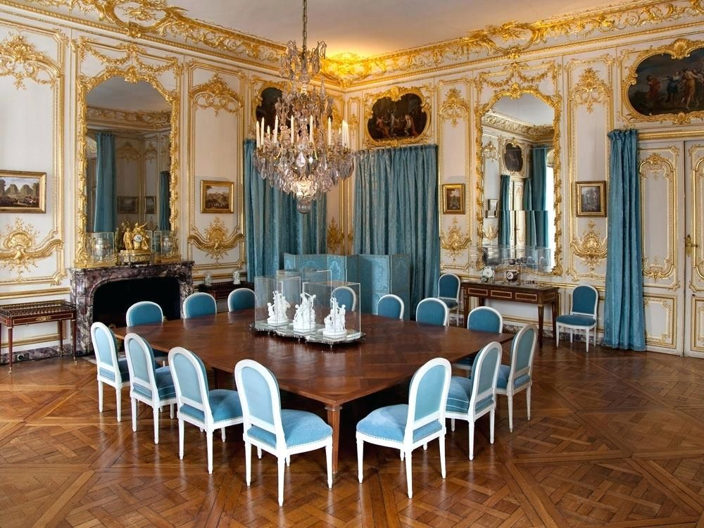 salle a manger louis 16 cette salle a manger est aussi appelace salon des  porcelaines car chaque an…   Salle à manger louis xvi, Intérieur  d'appartement, Versailles