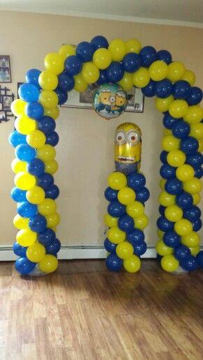 arco y columna de minion  los globos son de 9 u0026quot  inflados a 7 5 u0026quot