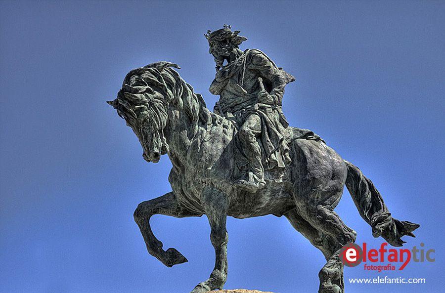 Monumento del Rey Alfonso VIII, Plasencia, Cáceres, Extremadura.