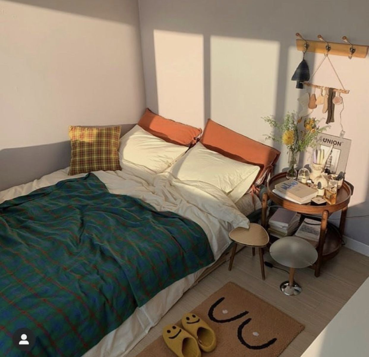 Door Room Decor Design Apartment Korean Aesthetic Tumblr Cute Lovely Bts Goldensun Goldenhour Sim In 2020 Minimalist Room Room Inspo Aesthetic Room Decor
