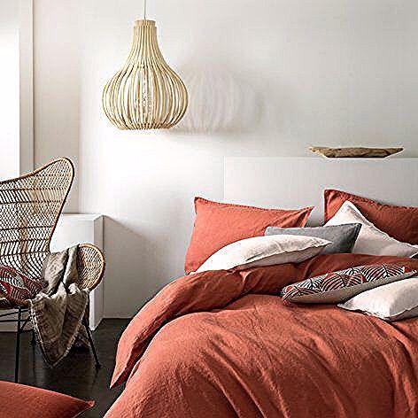 Un linge de lit haut de gamme aux couleurs de l'automne 🍁 Cliquez sur le lien pour en savoir plus !  #chambre #lit #couette #lingedelit #draps #maison #maisondumonde #decoration #deco #house #inspiration #bedroom #design #automne #ideedeco #ideedecoration #meuble #bed #oreillers #coussin