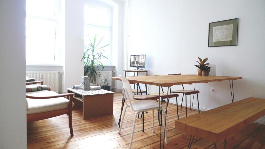 Gemütliches, Großes Wohn  Und Esszimmer Mit Holzboden Und Braunen  Holzmöbeln #Esszimmer #Wohnzimmer #Einrichtung #Einrichtungsidee #Esstisch  #Holztisch ...