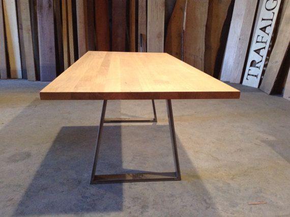 Esto maravillosamente hecho mesa de comedor roble macizo es hecho a ...