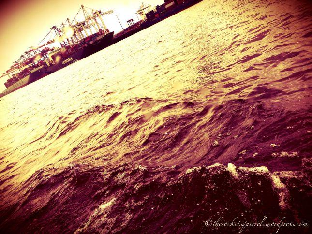 #Hamburg Hafen Wellen und Kräne