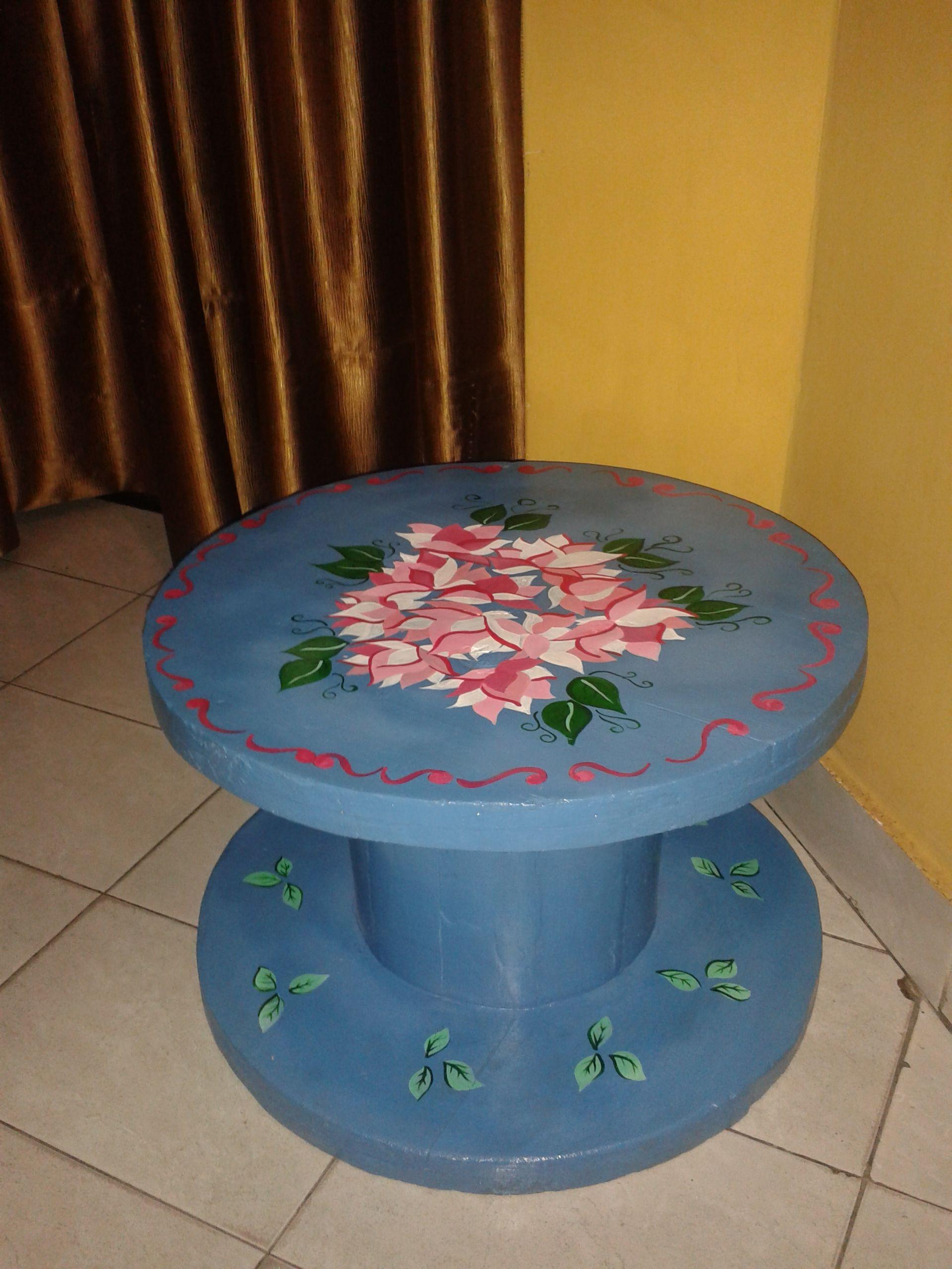 mesa de carretel pintada