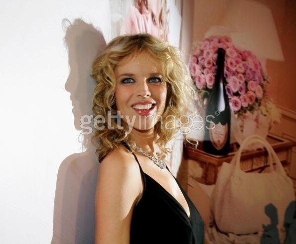 2007年1月31日にベルリン(ドイツ)で開かれたドンペリの展示会の際のエヴァ・ハーツィゴヴァ(Eva Herzigova)。