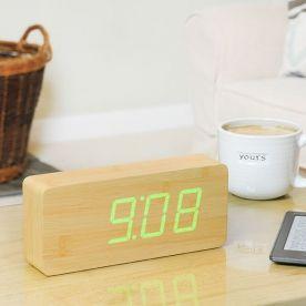 Orologio/sveglia Slab faggio con LED verde Shoppable