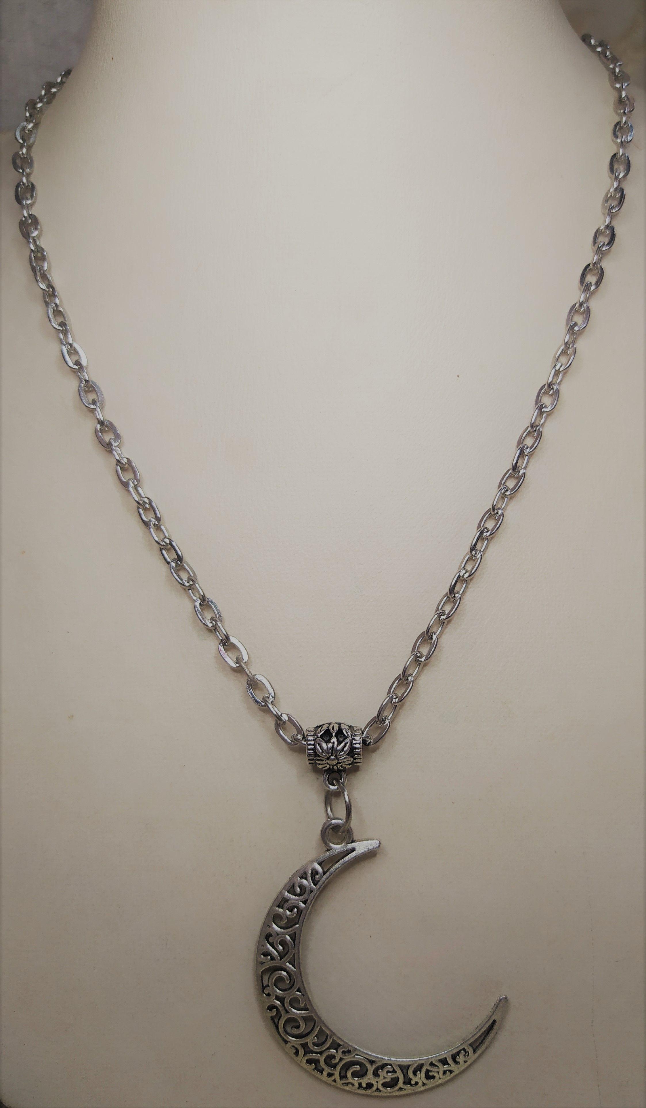 سلسله فضي بدلايه علي شكل هلال A Silver Neck Chain With Silver Crescent Beaded Bracelets Diy Beaded Bracelets Pearl Bracelet