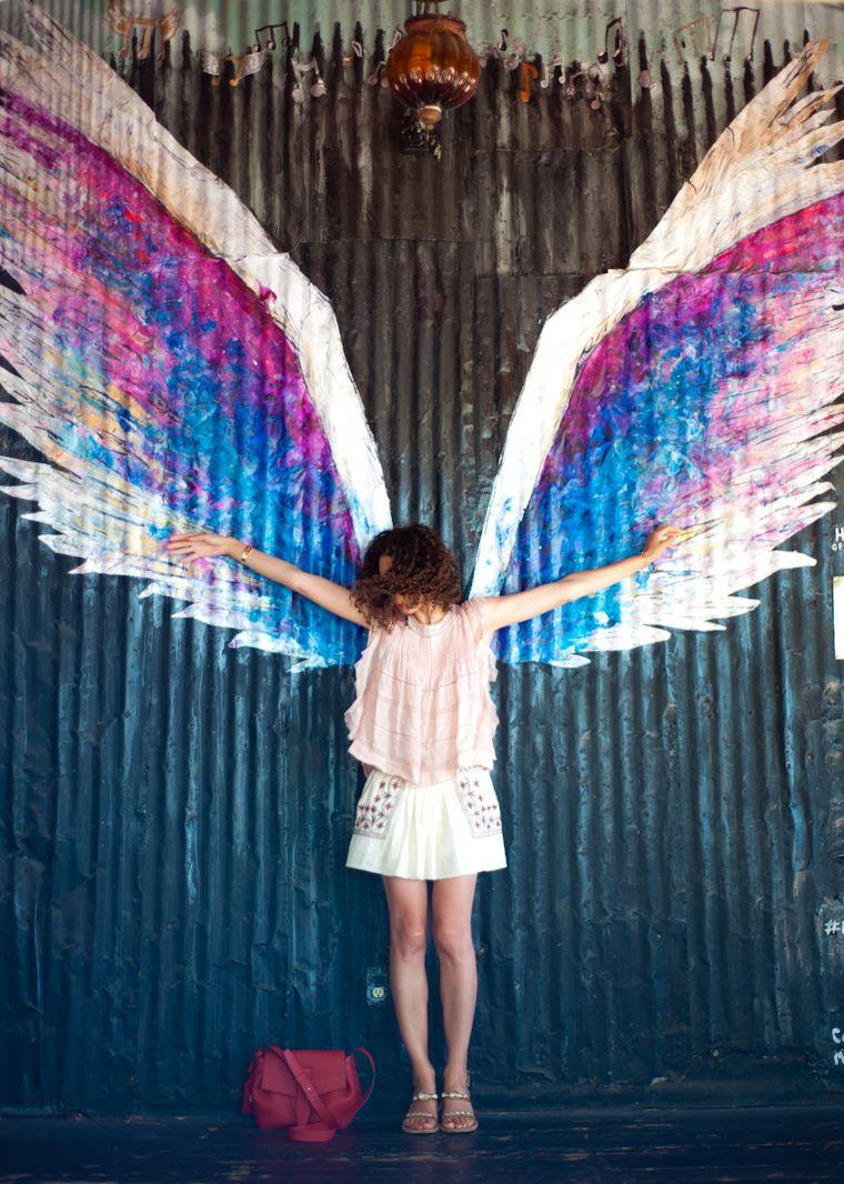 Angel wings de colette miller los angeles ithaa ithaa - Imagenes de paredes pintadas ...
