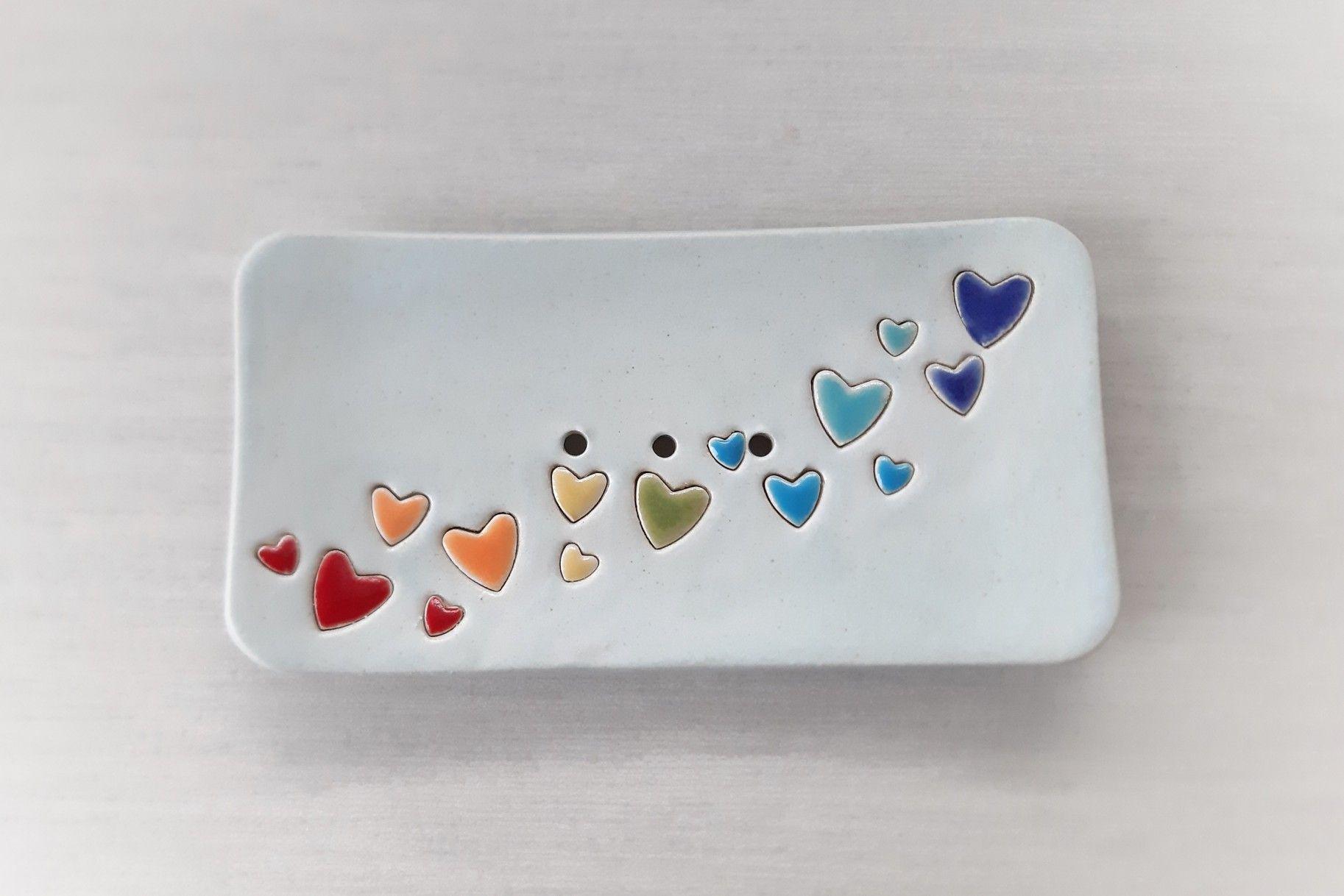 Keramik Seifenschale Regenbogenherzen für einen lieben Menschen.