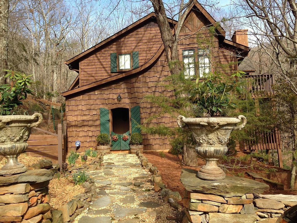 Cottage vacation rental in big canoe from