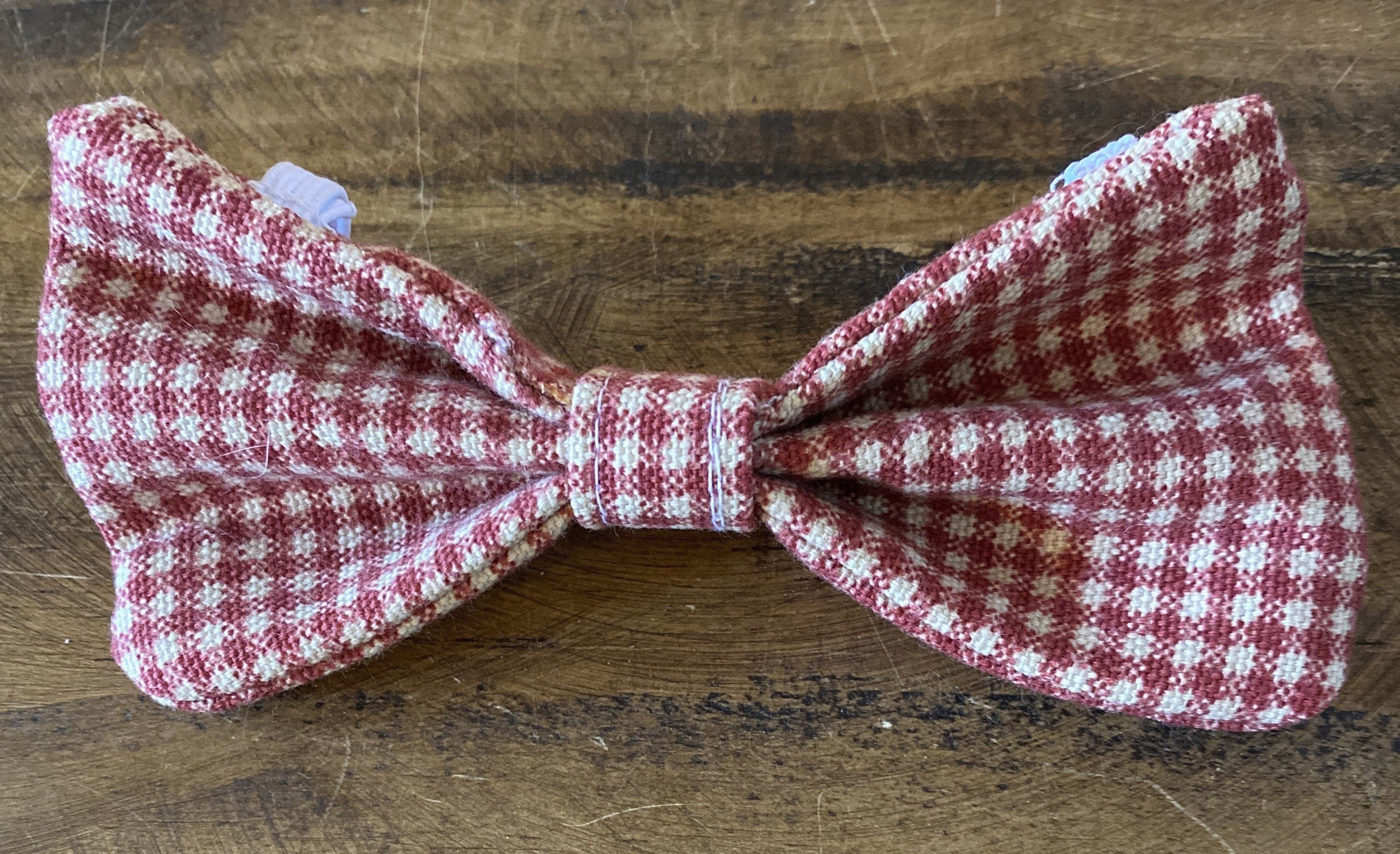 Excited to share this item from my #etsy shop: Christmas gingham bow tie for dogs and puppies #red #beige #christmas #giftsforpuppies #giftsfordogs #dogcollarbowtie #mediumsizedog #readytoship #freeshipping