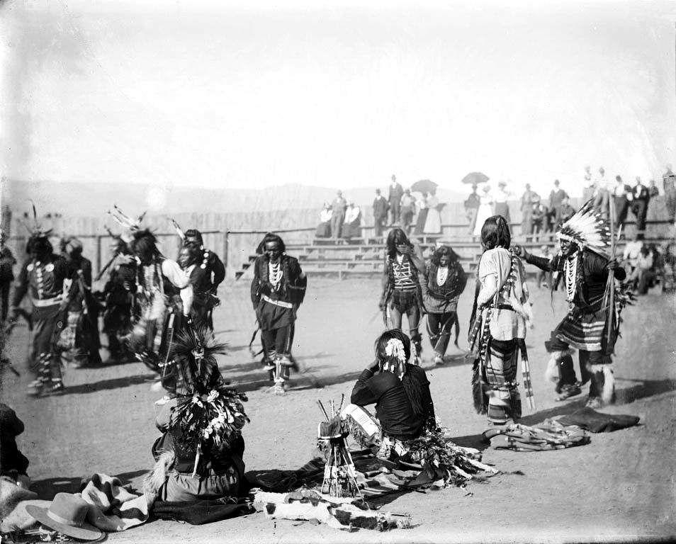 http://digilander.libero.it/hunkapi_genova/War-Dance-Ceremony-Nez-Perce-1900.jpg