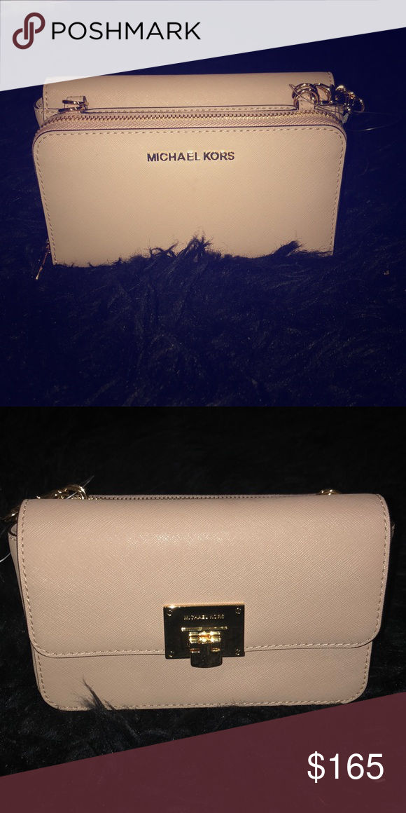 24d297c4d579 Michael Kors bag Has a wallet attached and over the shoulder small purse 2  in 1. it s brand new I never wore it! Michael Kors Bags Wallets