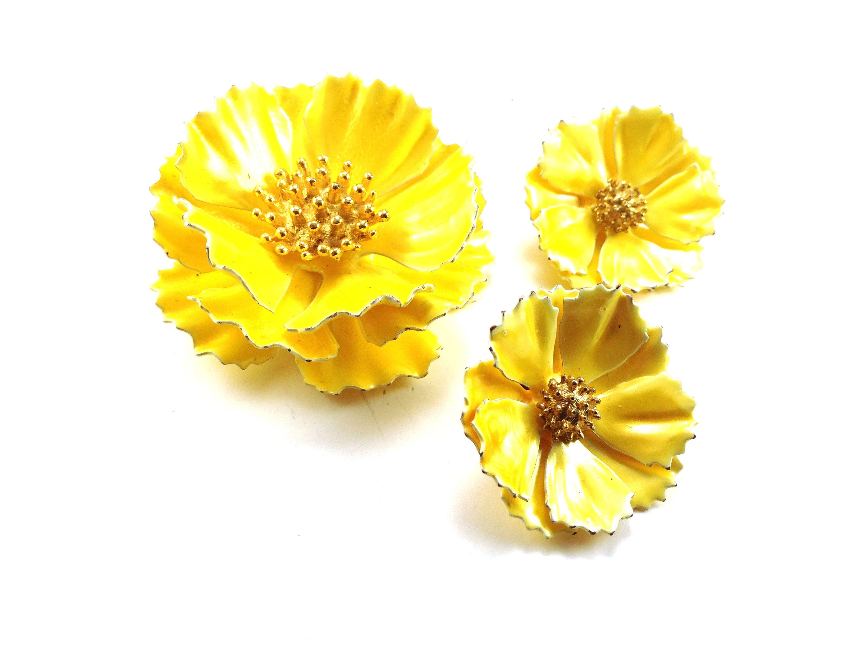 Big Yellow Flowers Demi Vintage Jewelry Set Brooch Earrings Set