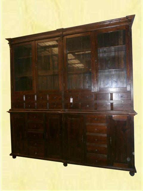 Libreria antica. Libreria con ante chiuse e vetro. Misure: 250cm x ...