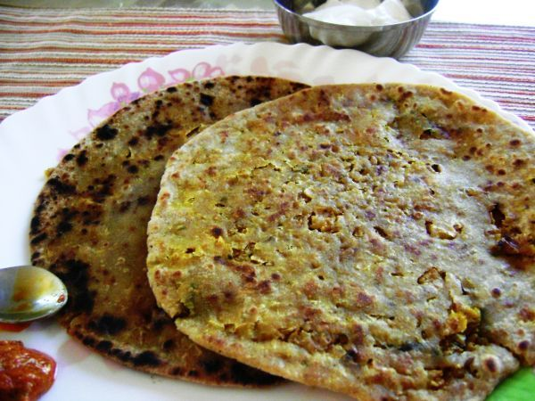 Gobi Paratha Indian Bread With Spicy Cauliflower Filling