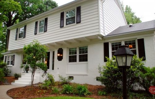 Classic White Painted Brick Abodes Colonial House Exteriors Painted Brick Exteriors Exterior House Remodel