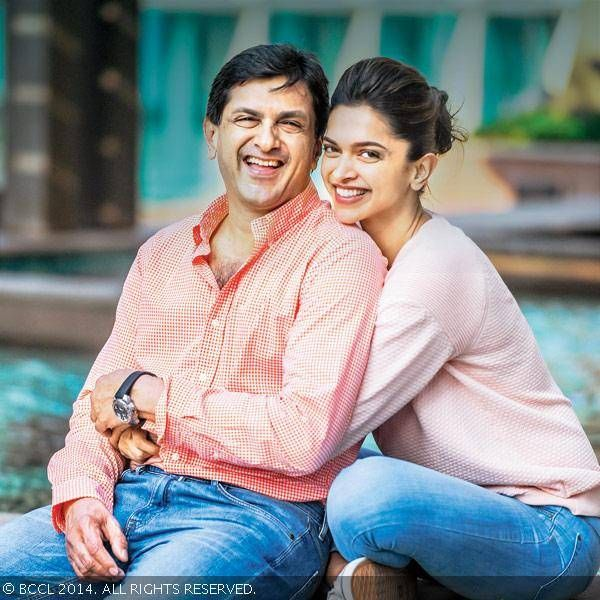 Here S An Exclusive Pic Of Deepika Padukone With Her Father And A Renowned Ex Badminton Player Prakash Padukone Celebs Deepika Ranveer Deepika Padukone