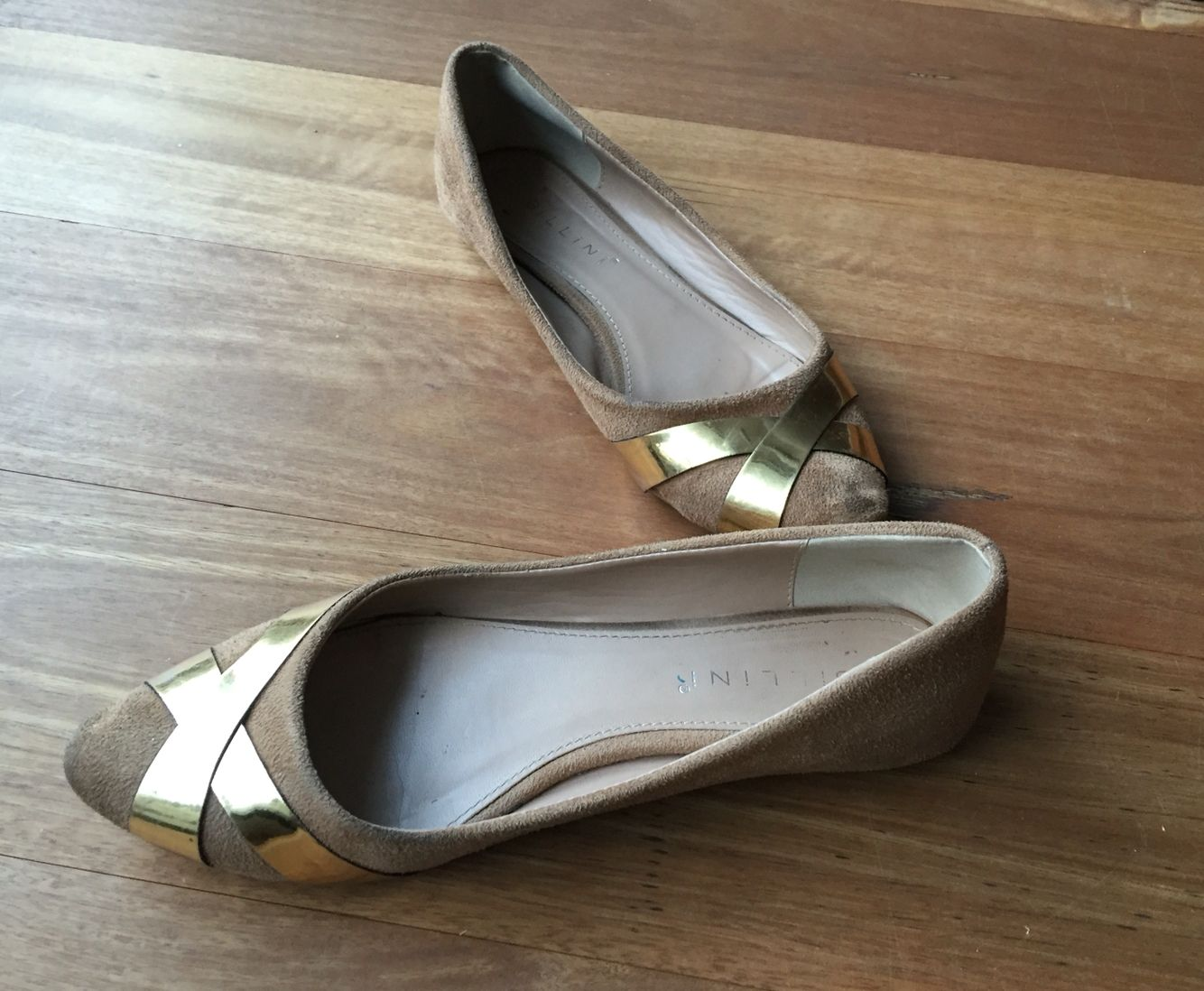 Gold, tan shoes, flats go with everything!!!