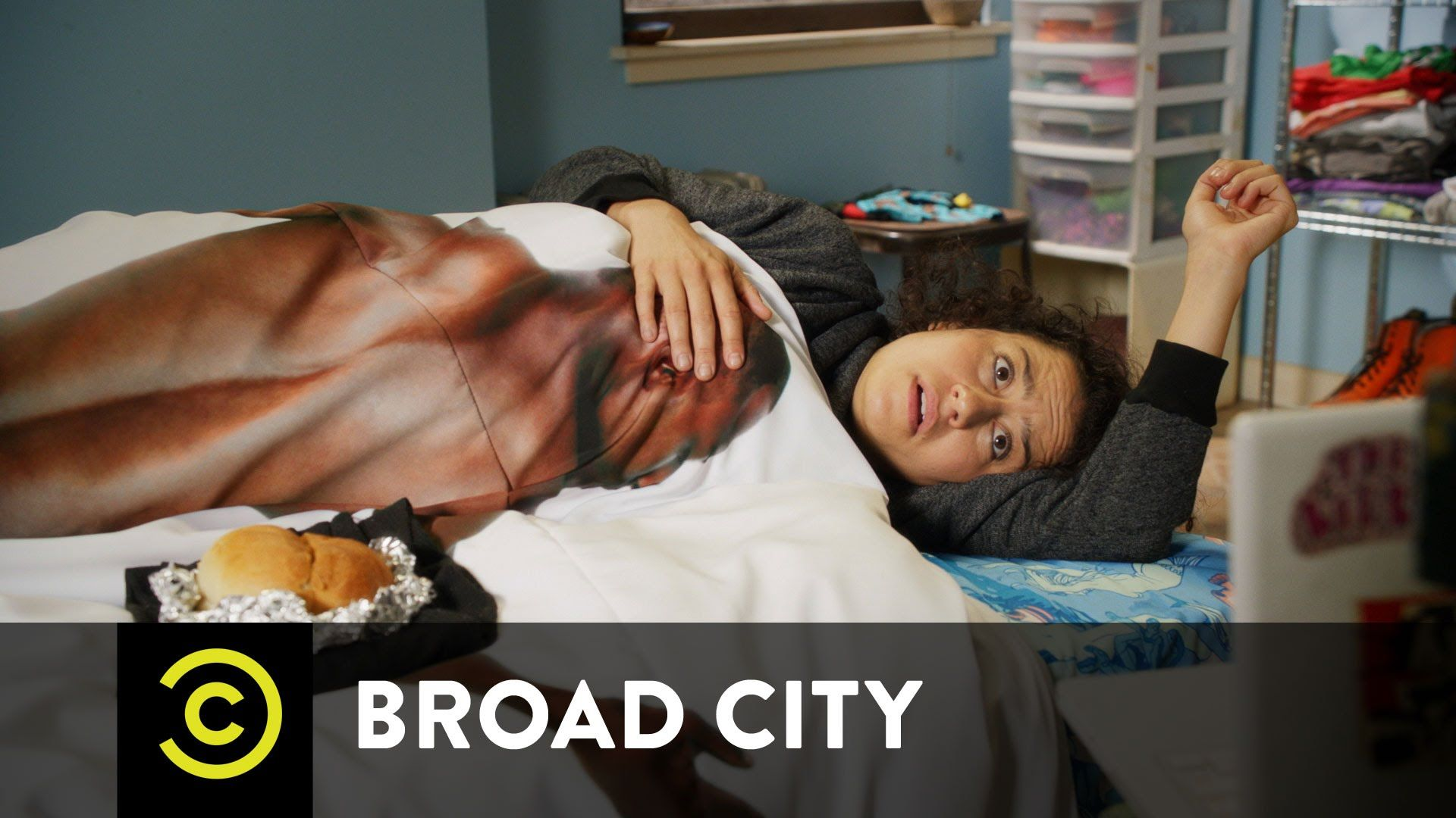 Hack Into Broad City - Yom Kippur - Glad the season finale comforter made it into season 3. #BroadCity