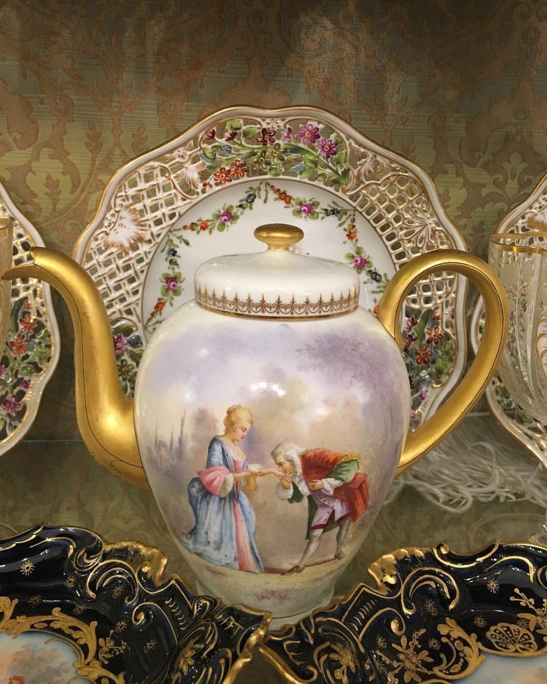 Antique Dresden teapot handpainted @julietrose_antique님의 이 Instagram 사진 보기 • 좋아요 3개