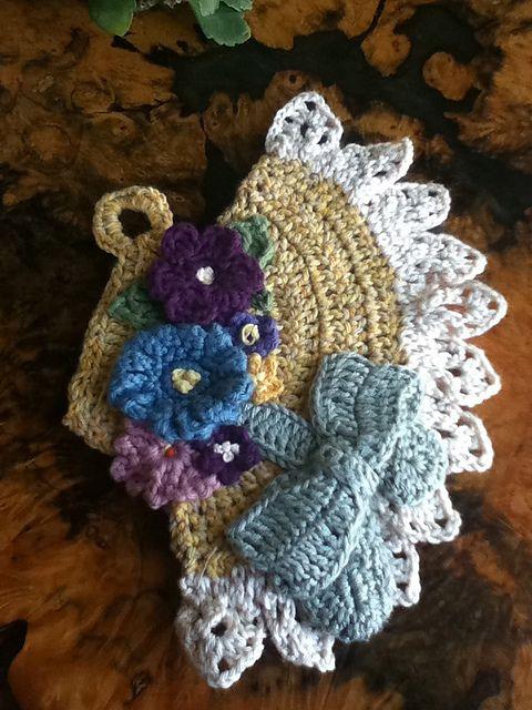 Easter Bonnet pattern by Ana Sancho Rumeu | Adornos