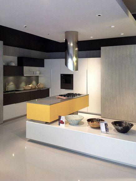 Cucina EFFETI Modello SEGNO Laccato bianco/grigio/giallo Top okite ...