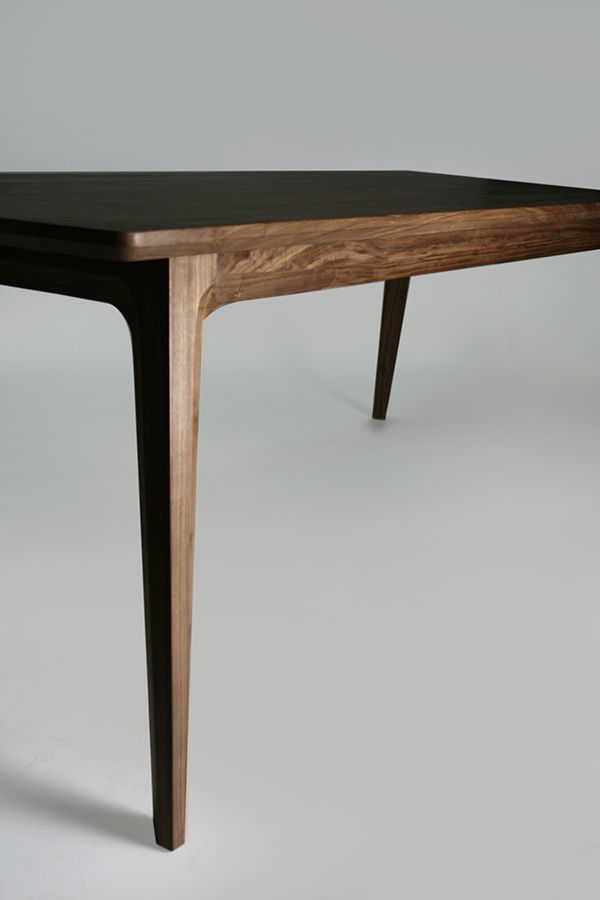 Walnut table design by luis luna for namuh dining tables for Antecomedores modernos pequenos