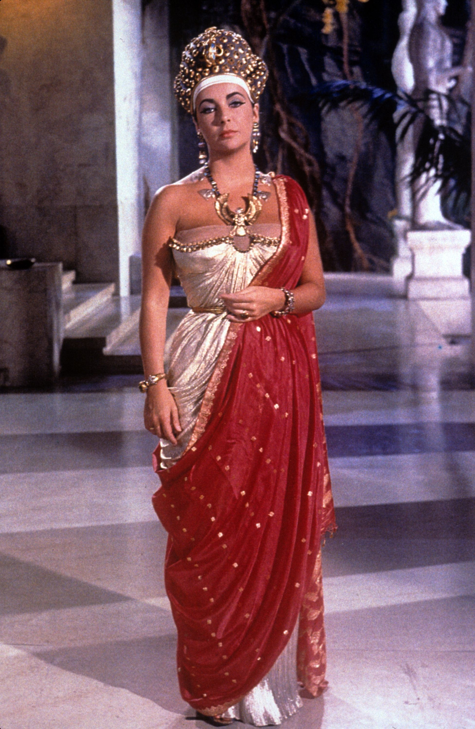 Pin By Cleopatra Movie On The Costumes Elizabeth Taylor Cleopatra Elizabeth Taylor Egyptian Costume