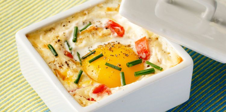 Oeuf cocotte aux tomates et à la ciboulette | Recipe ...