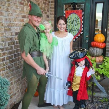 15 Happening Halloween Costumes for Couples with Babies Peter pans - ideas for halloween costumes