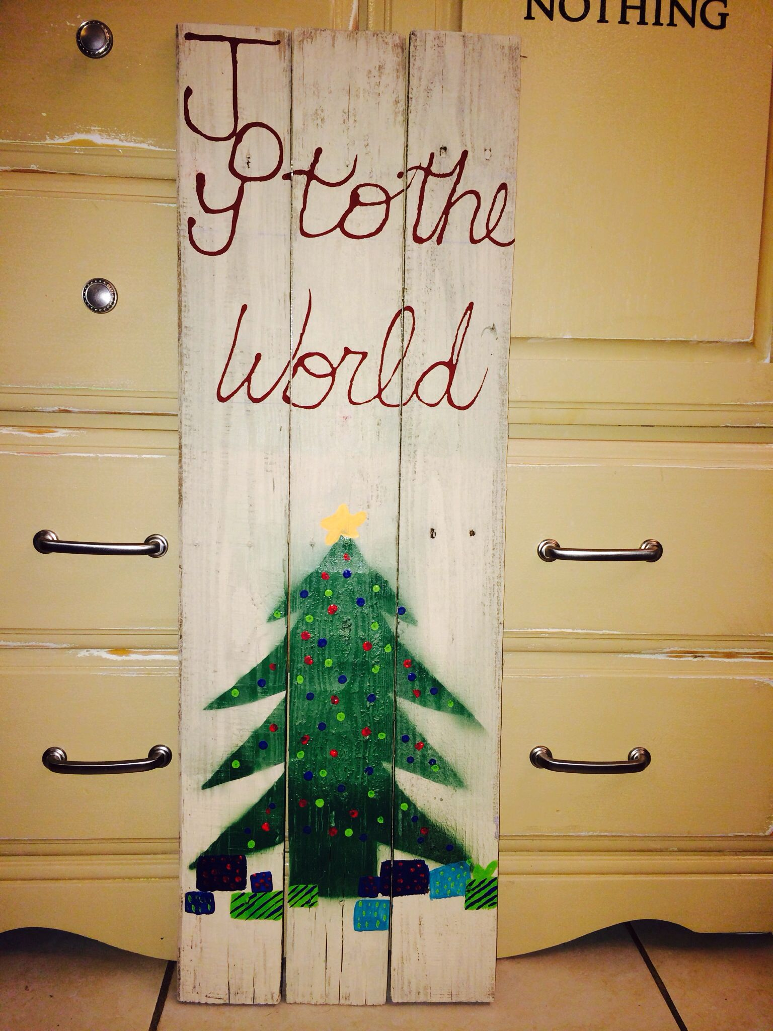 Pallet wood christmas craft home pinterest for Craft ideas using pallets