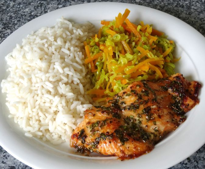 Photo of Ovened salmon with honey herb crust and leek – carrot – curry