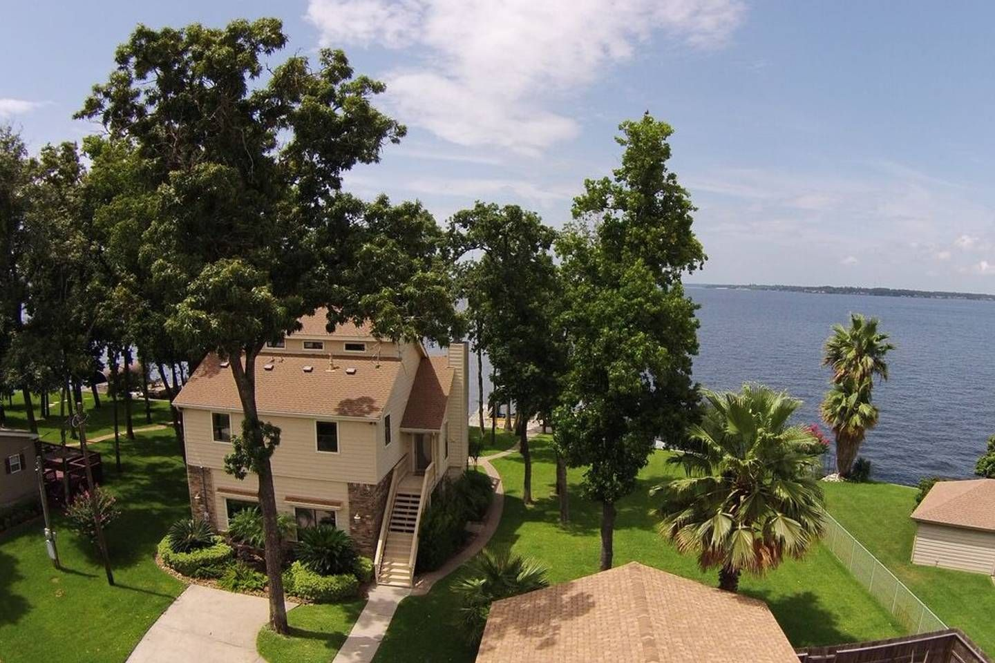 Lake Conroe Waterfront Home Houses For Rent In Montgomery Texas United States Vacation Home Waterfront Homes Renting A House