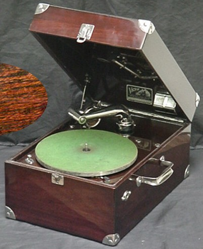 Victor Victrola VV-50 portable crank powered phonograph, mahogany case & nickel plated hardware (circa 1905).