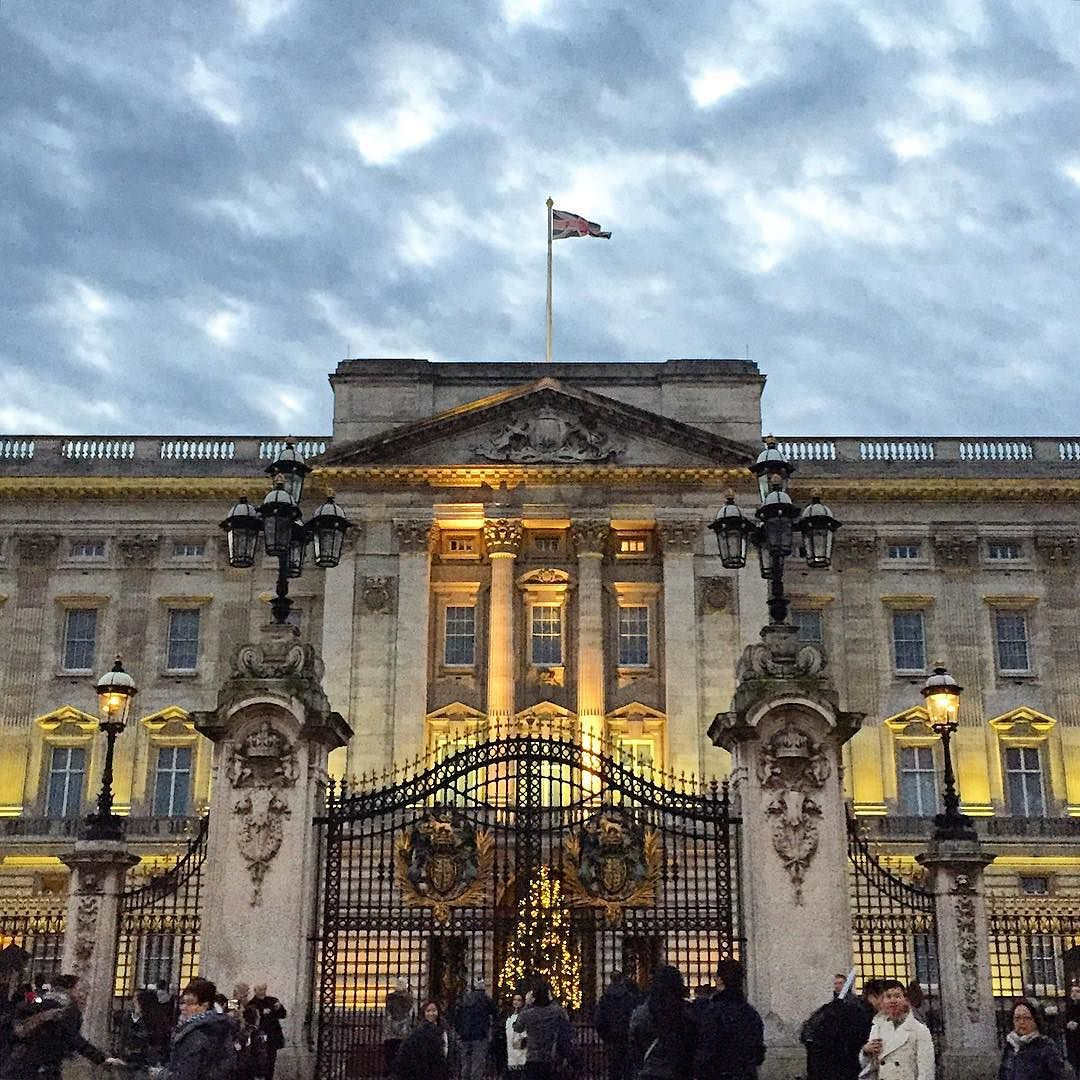 15 Phenomenal Mediterranean Exterior Designs Of Luxury Estates: #buckinghampalace #london #christmas By Reidread